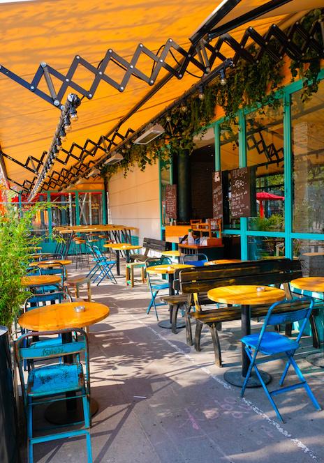image d'une petite terrasse de restaurant